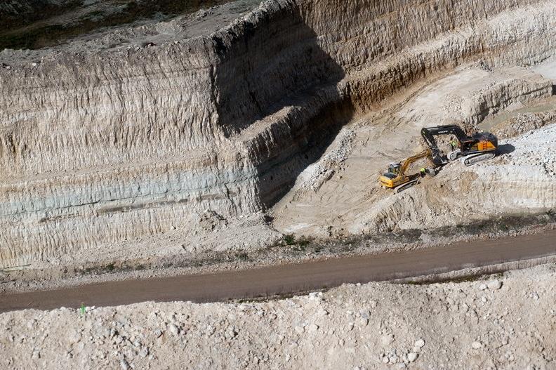 Mise en oeuvre des terres pour le remblaiement et la sécurisation carrière de Placo®