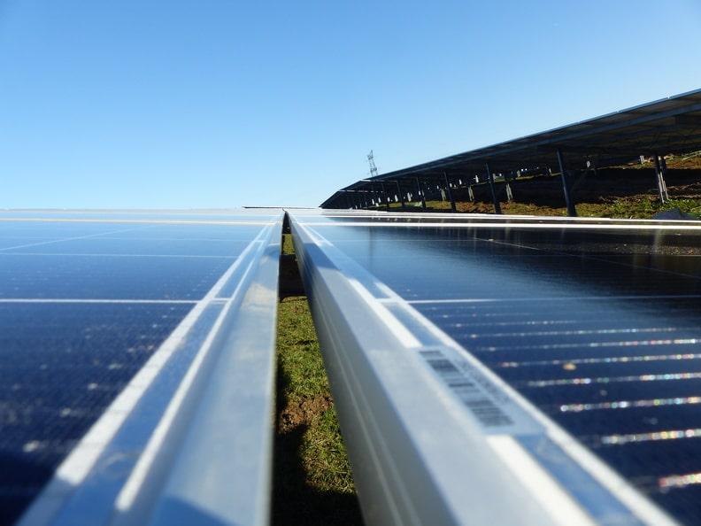 Installation de la centrale photovoltaïque Akuo-ECT